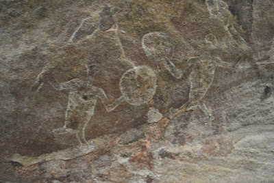 Bhimbetka Rock Sheltor 11 - Warriors with shields and swords