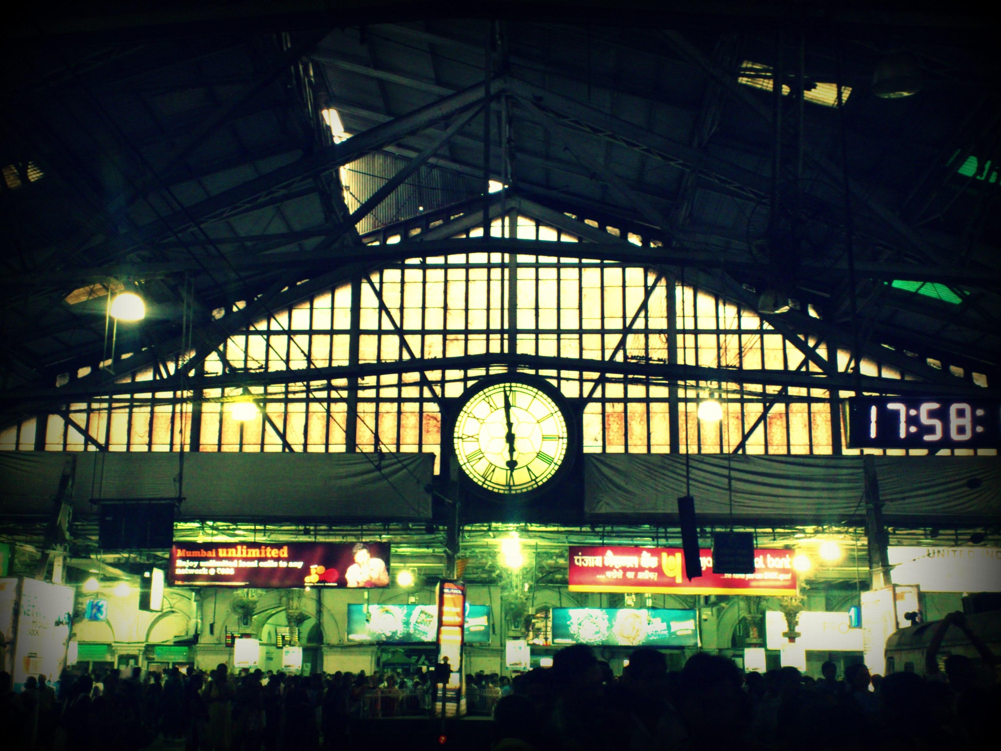 Legendary-Clock-at-VT-station