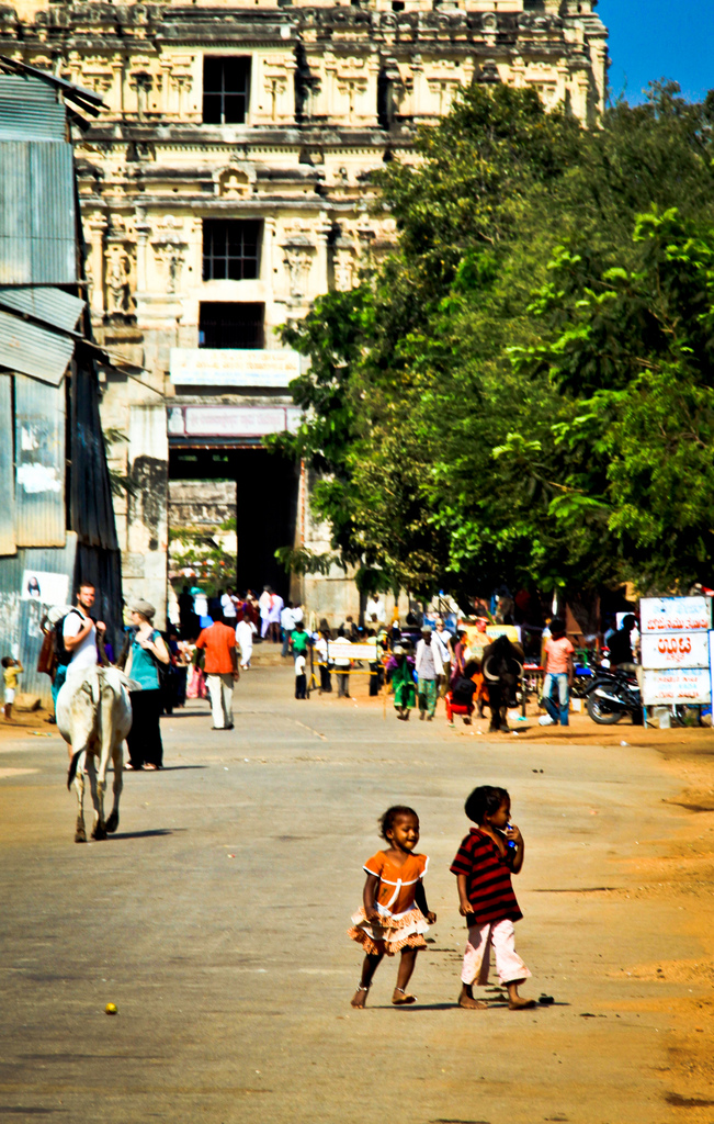 Street scene of Hampi Bazaar. Credit: Nico Crisafulli/Flickr CC BY 2.0