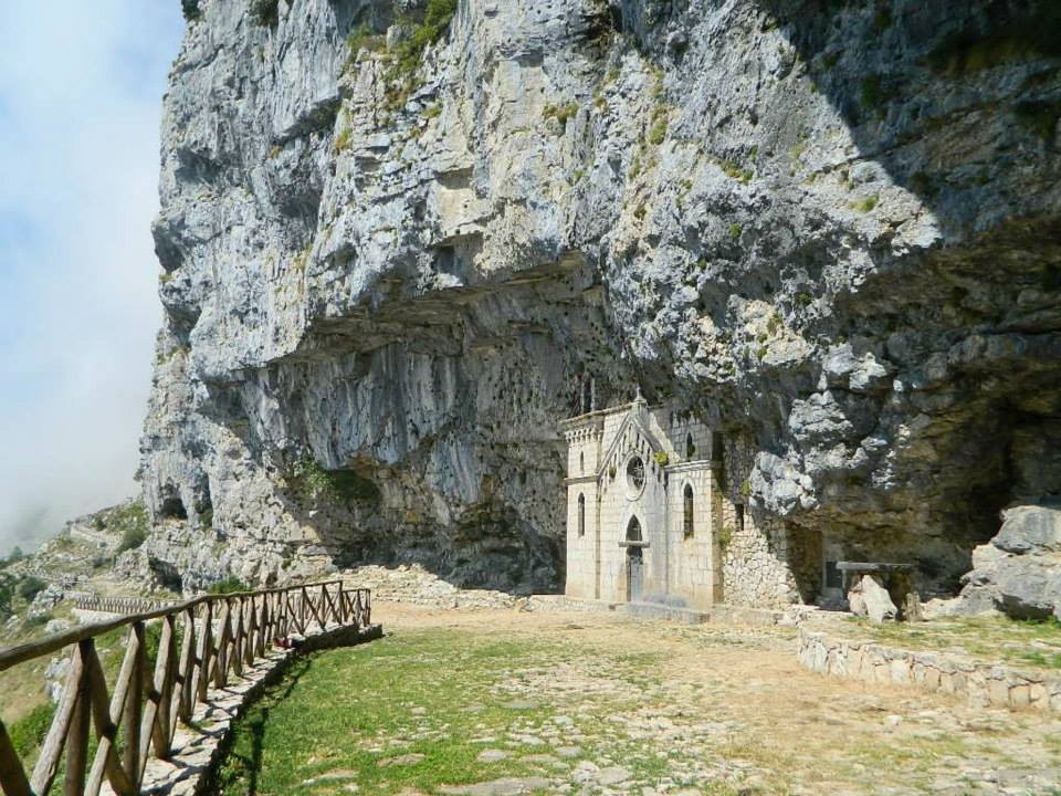 Image 4 - The sanctuary, carved in the mountain