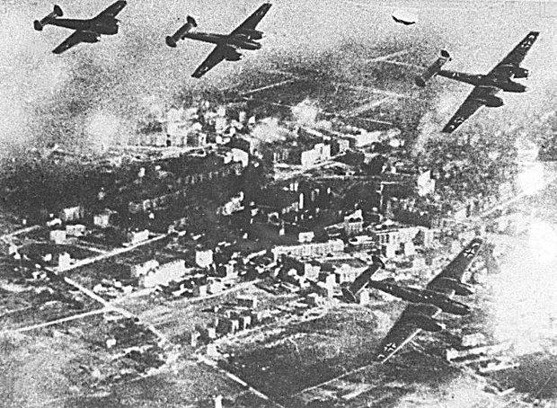 German Nazi Bombers above Wieluń, Source: wyborcza.pl