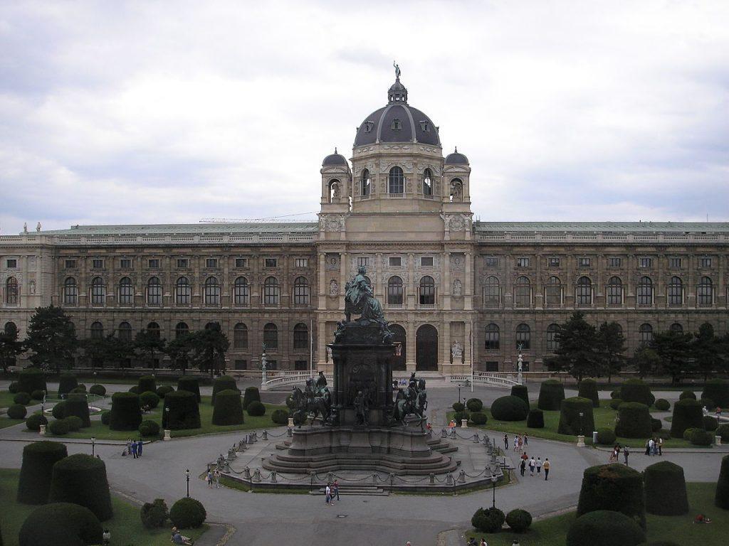 1280px-naturhistorisches_museum_vienna_june_2006_002