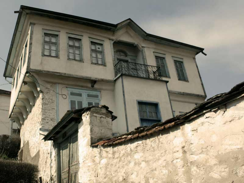 Symmetrical Krusevo house Image Courtesy: (http://macedoniaholiday.com/portfolio/one-day-tour-krushevo/)