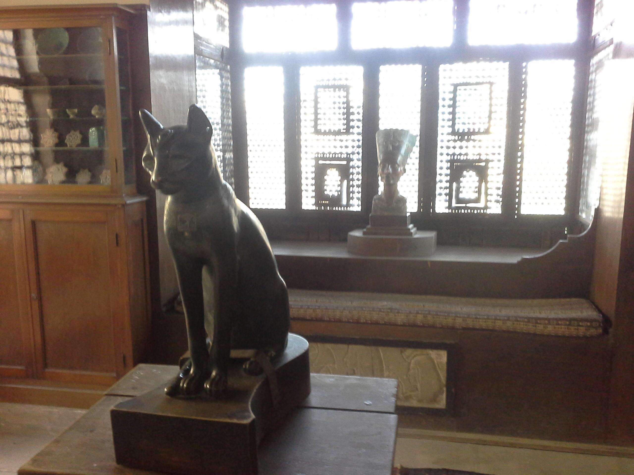 A replica statue of Queen Nefertiti,