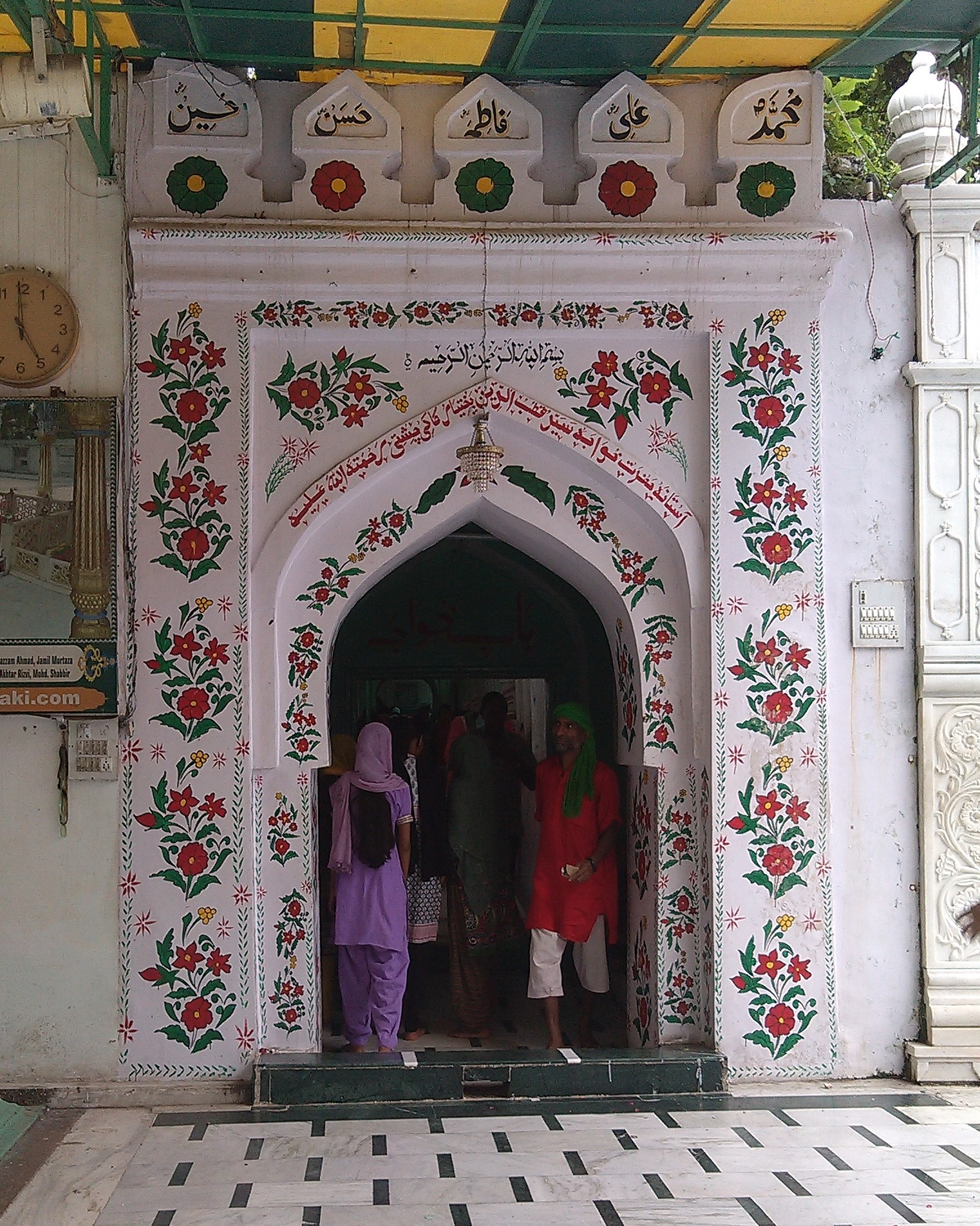 An entrance into the dargah