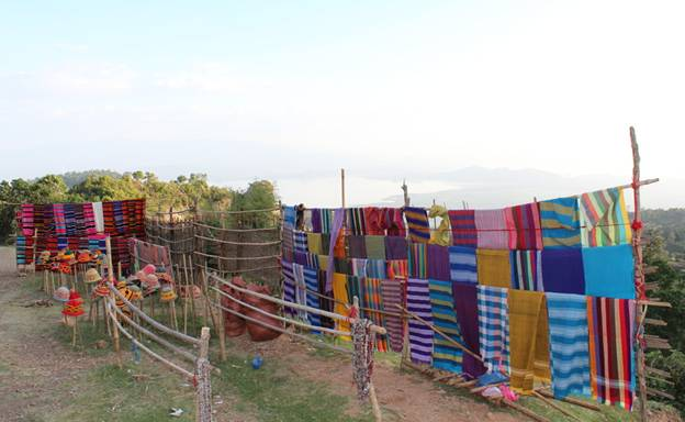 A range of colourful woven products can be seen on the way to the highland villages - Photo credit: Silver Traveller (2016). [http://www.silvertraveladvisor.com/review/attraction/162506-dorze-village-unique-houses-weaving-bread-and-arak]