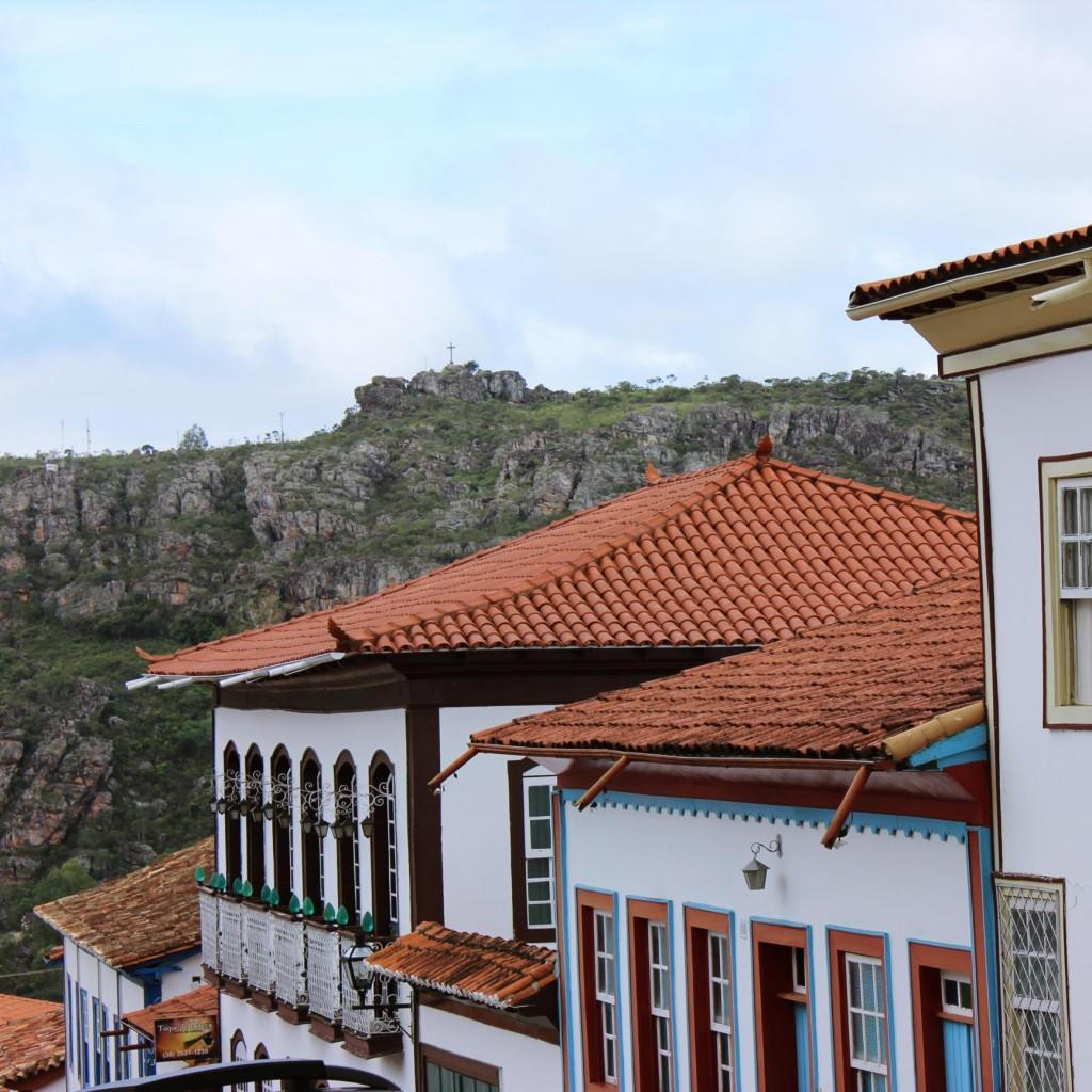 Diamantina with Espinhaço's ridge. Photo by Natália Gonçalves