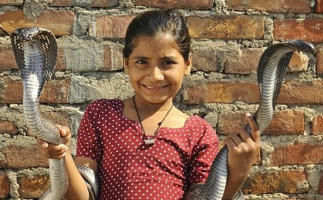 https://www.google.co.in/url?sa=i&rct=j&q=&esrc=s&source=images&cd=&cad=rja&uact=8&ved=0ahUKEwjQv47qx5PLAhXWCo4KHeNVBF4QjRwIBw&url=http%3A%2F%2Fwww.worldmostamazingthings.com%2F2013%2F11%2Famazing-little-indian-snake-charmer.html&psig=AFQjCNEAJ4fLDi36QqA_kJ2jxjNXRMQckQ&ust=1456509322035340