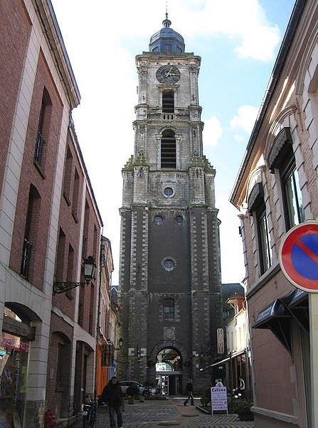 http://commons.wikimedia.org/wiki/File:Belfry_Aire-sur-la-Lys.jpg