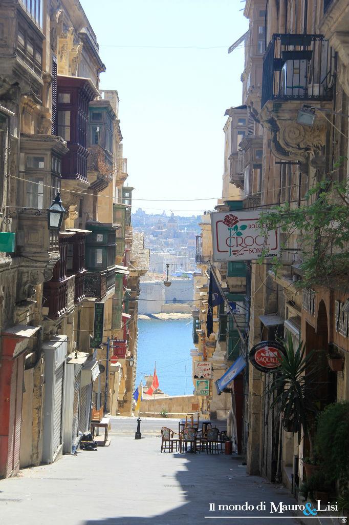 Triq San Gwann, a narrow lane to the Grand Harbour.