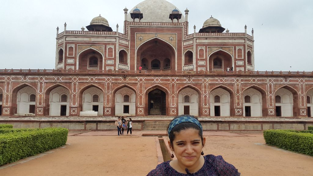A beautiful day ended with a beautiful visit, when I visited the much talked, Humayun tomb. An another yet unique monument built for the sake of love.