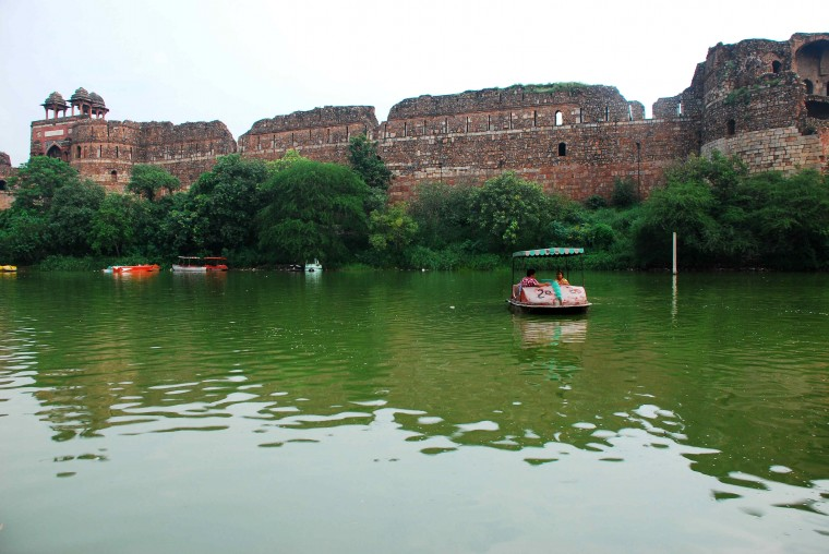 purana-qila-lake-fort