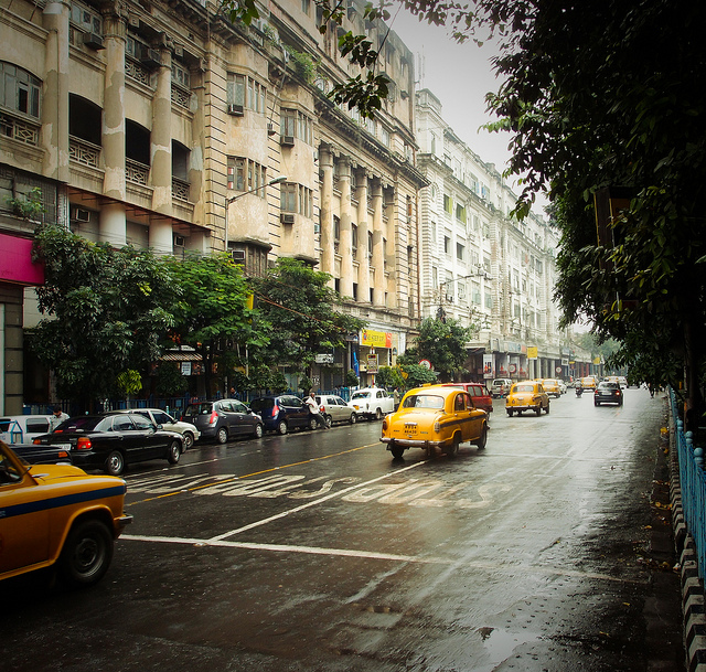 City_taxis_in_Kolkata_photo_by_VnGrijl