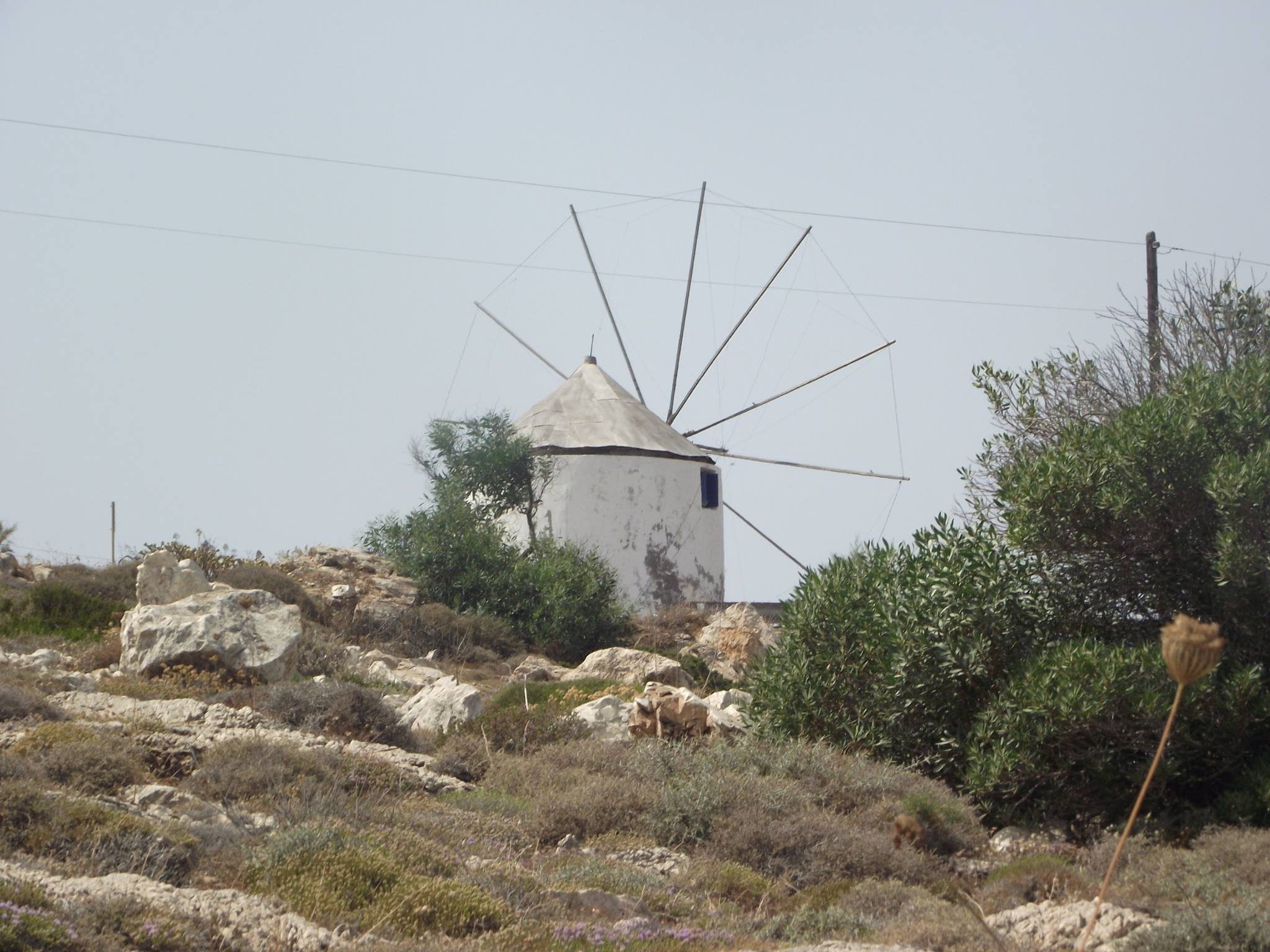 Windmill_in_Paros_island_photo_by_Julia_Marmotti