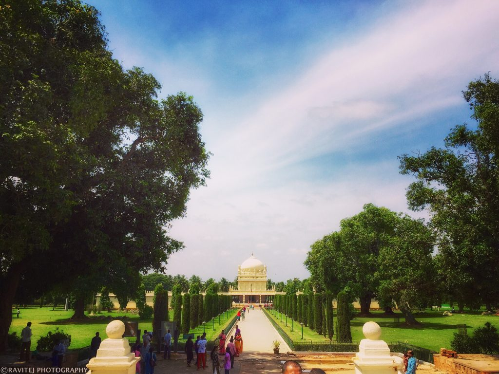 Tomb of Tipu Sultan: I was just awestruck by seeing this beauty scene from the entrance!