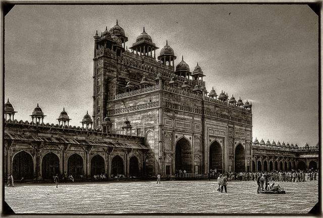 Fatehpur Sikri Buland Darwaza Photo Courtesy: Daniel Mennerich from Flickr