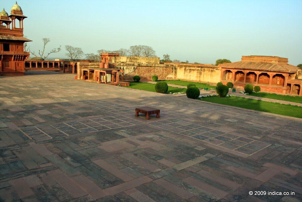 Pachisi-Court-fatehpursikri