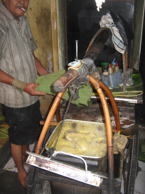 A monger just finished cooking and ready to sell his gulai