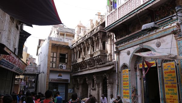 ahmedabad-an-intricately-carved-temple-a-pol-essential