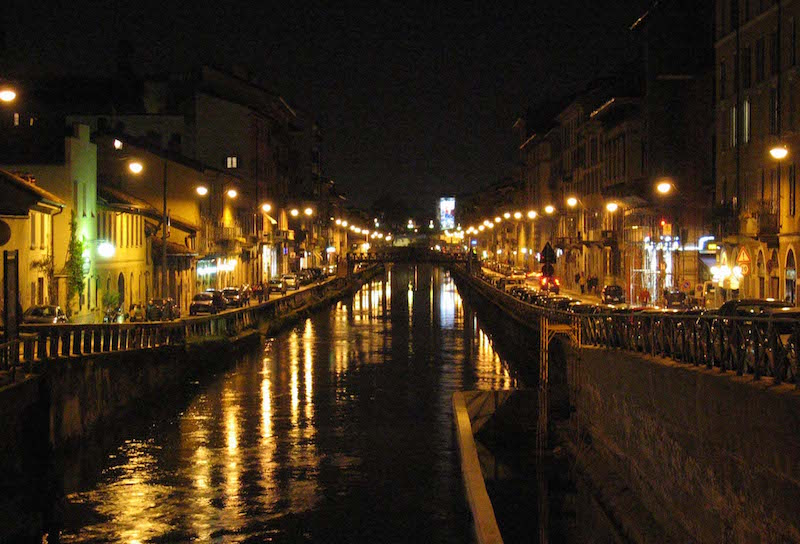 Naviglio Grande has become one of the most beloved nightlife poles in Milan for young people. Photo credit: Wikimedia Commons