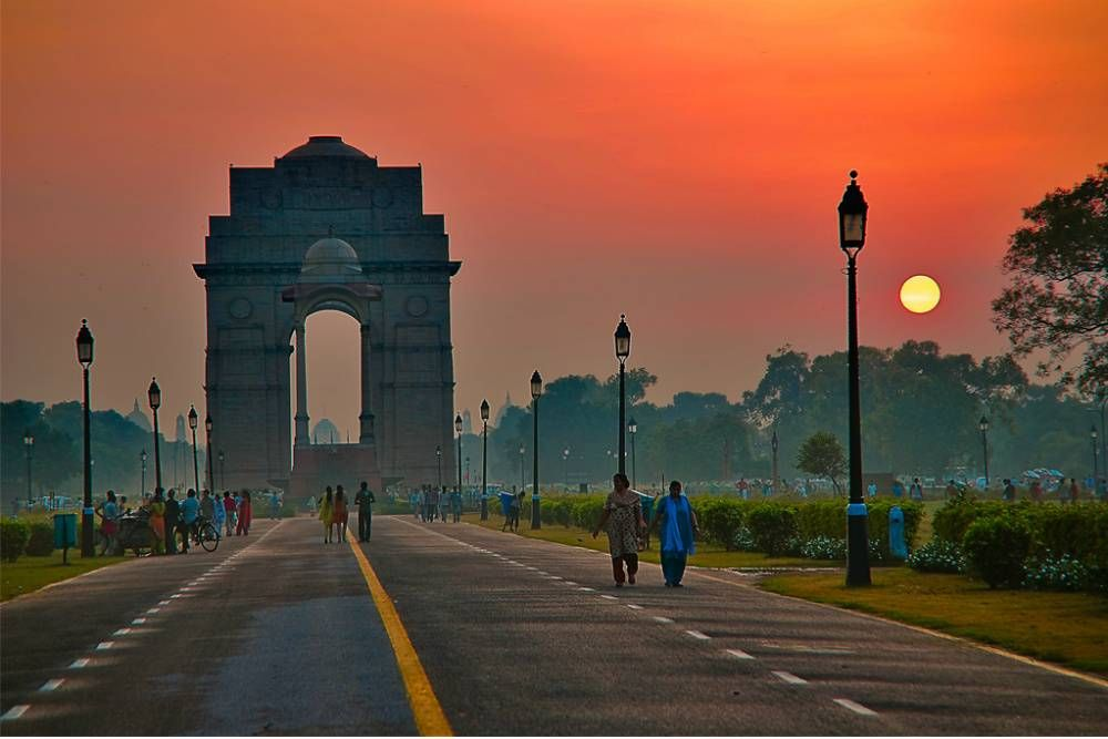 A view of the early morning India Gate. Photo credit: Wikimedia Commons