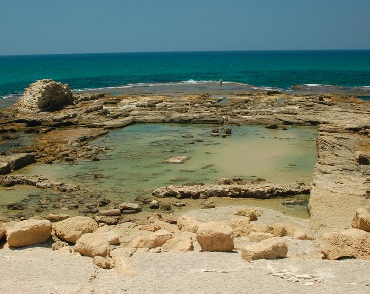 roman-concrete-bath-ruins-caesarea