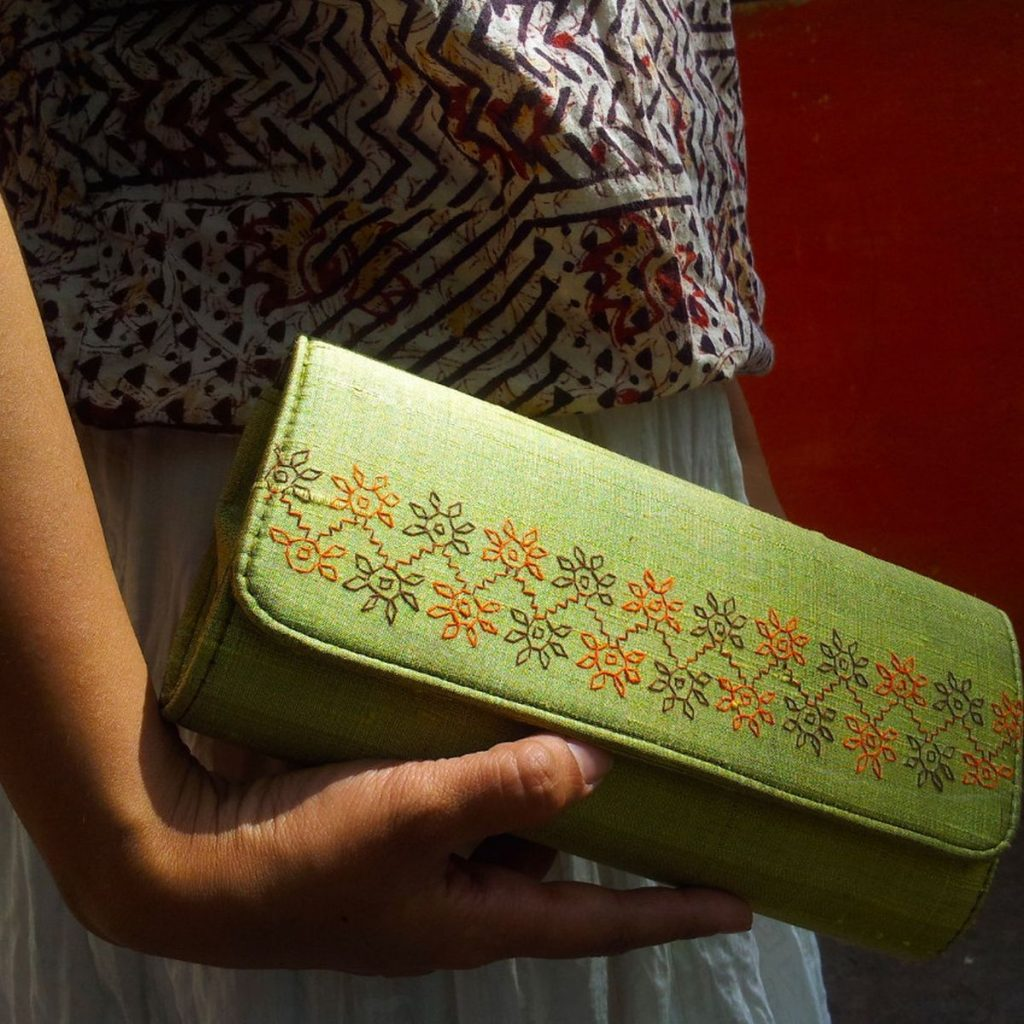 A clutch with Kasuti embroidery. Photo credit: rusticmotifs.com