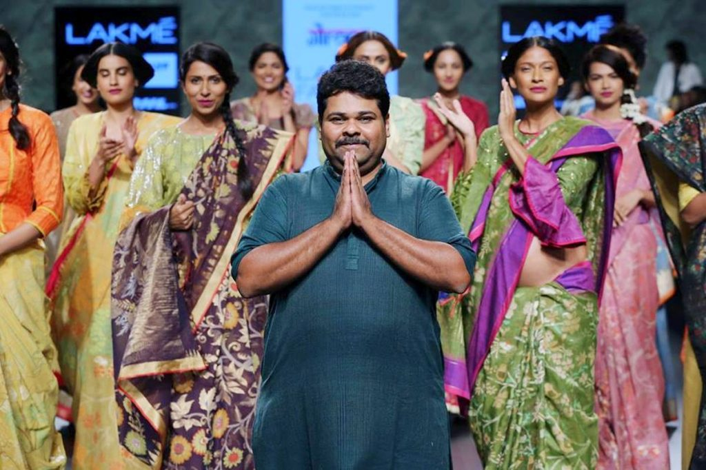 Gaurang Shah poses with ramp models at the recently concluded Lakme Fashion Week.