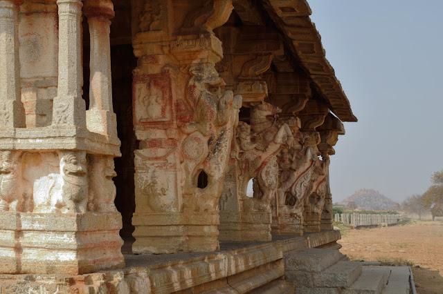 Kuduregombe-Mandapa-near-Vitthala-Temple-complex