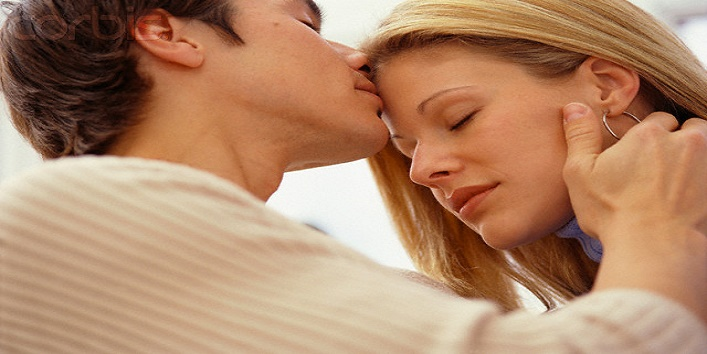 Man Kissing Woman's Forehead --- Image by © Larry Williams/CORBIS