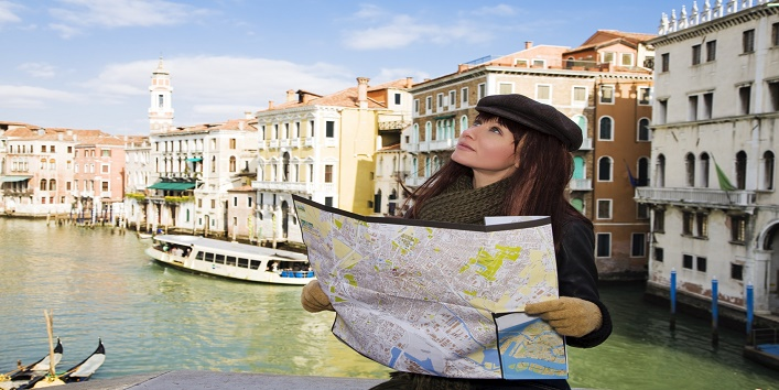 tourist attractions: this girl got lost in Venice
