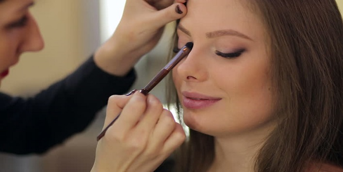 Use-brush-to-apply-concealer