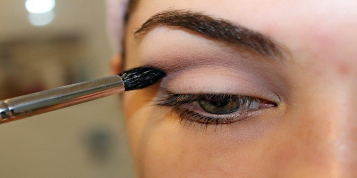 how to use these makeup brushes to get perfect smoky eyes 2