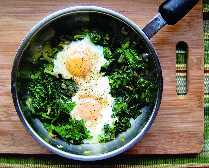 skillet-poached-eggs-with-spinach