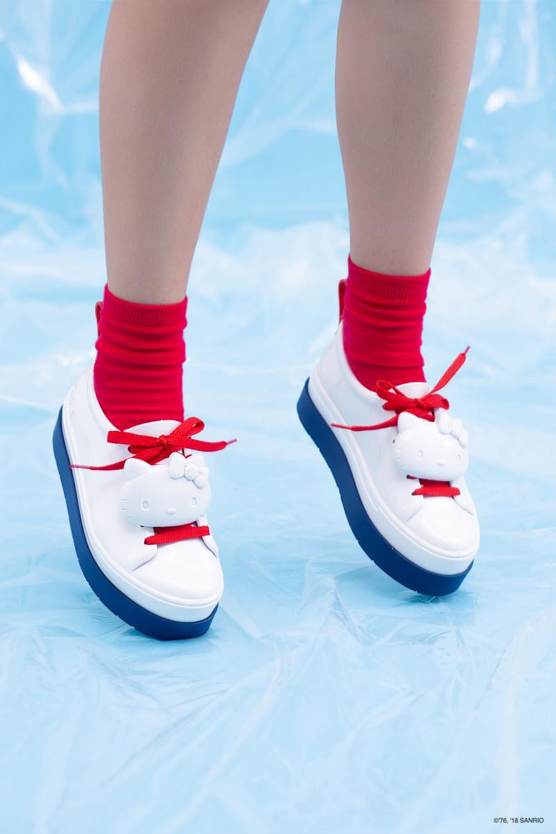 https___hypebeast.com_wp-content_blogs.dir_6_files_2019_03_hello-kitty-melissa-rubber-sneaker-sandal-release-2