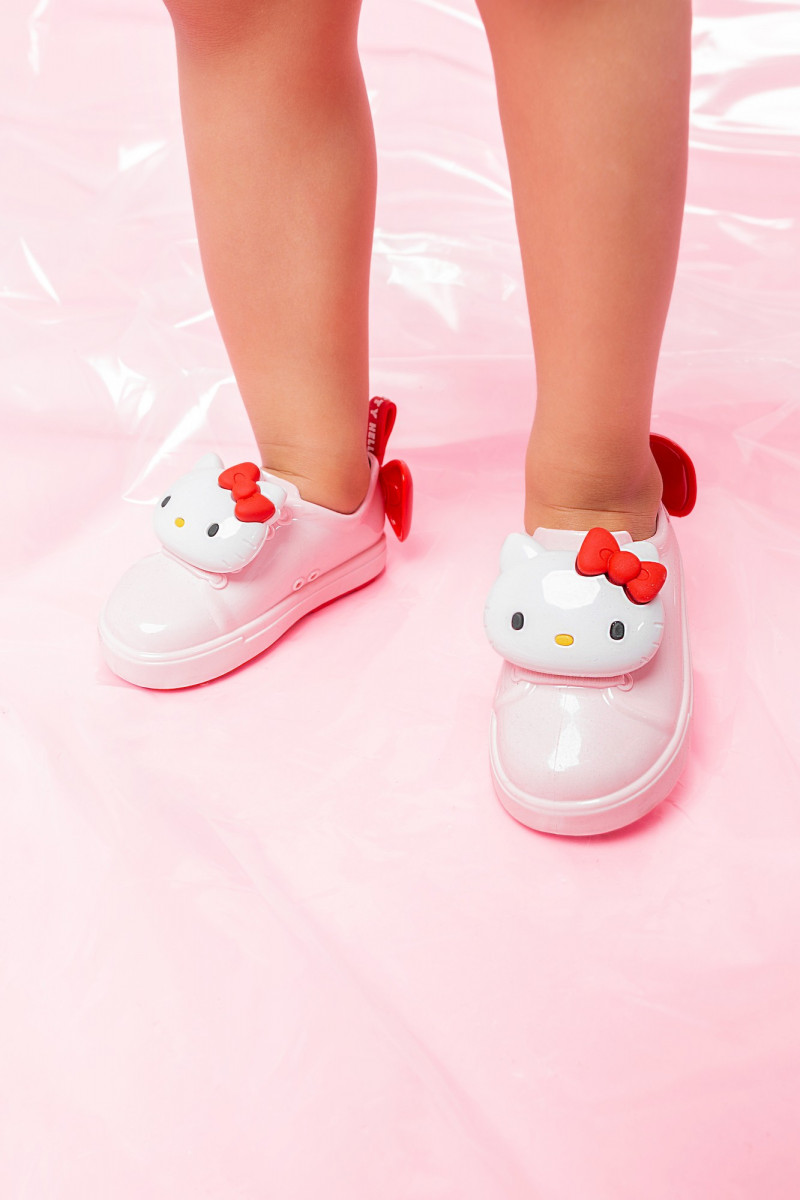 https___hypebeast.com_wp-content_blogs.dir_6_files_2019_03_hello-kitty-melissa-rubber-sneaker-sandal-release-5