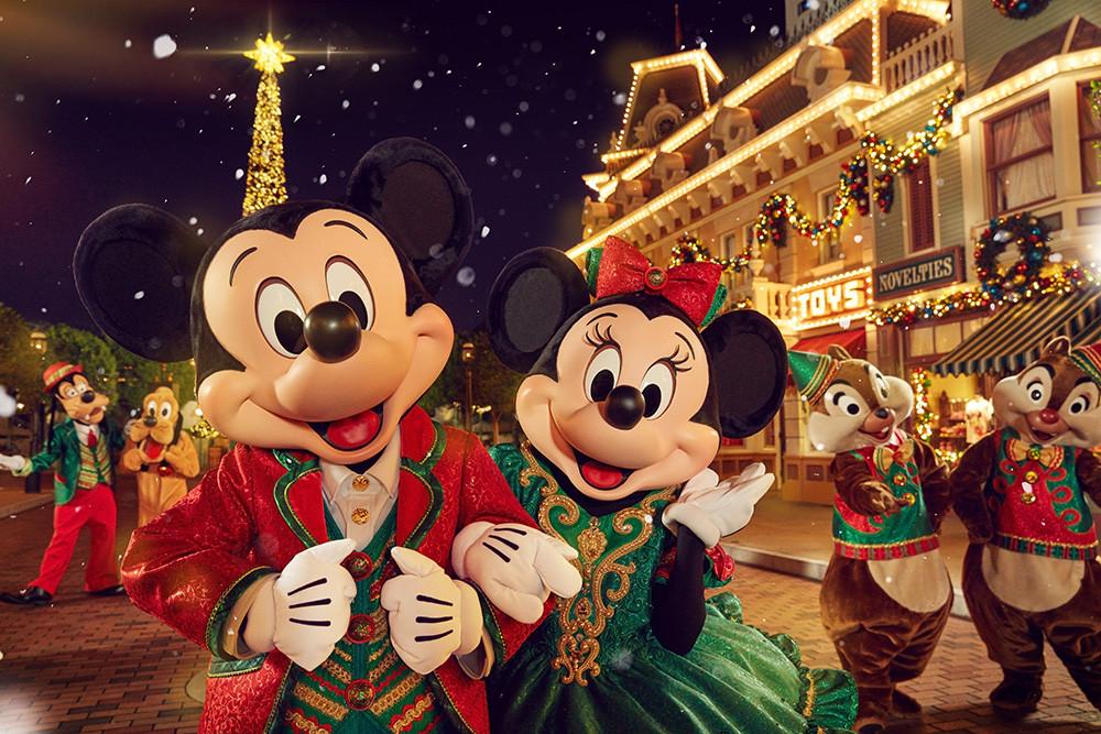 迪士尼朋友在「聖誕飄雪時刻」祈求飄雪降臨