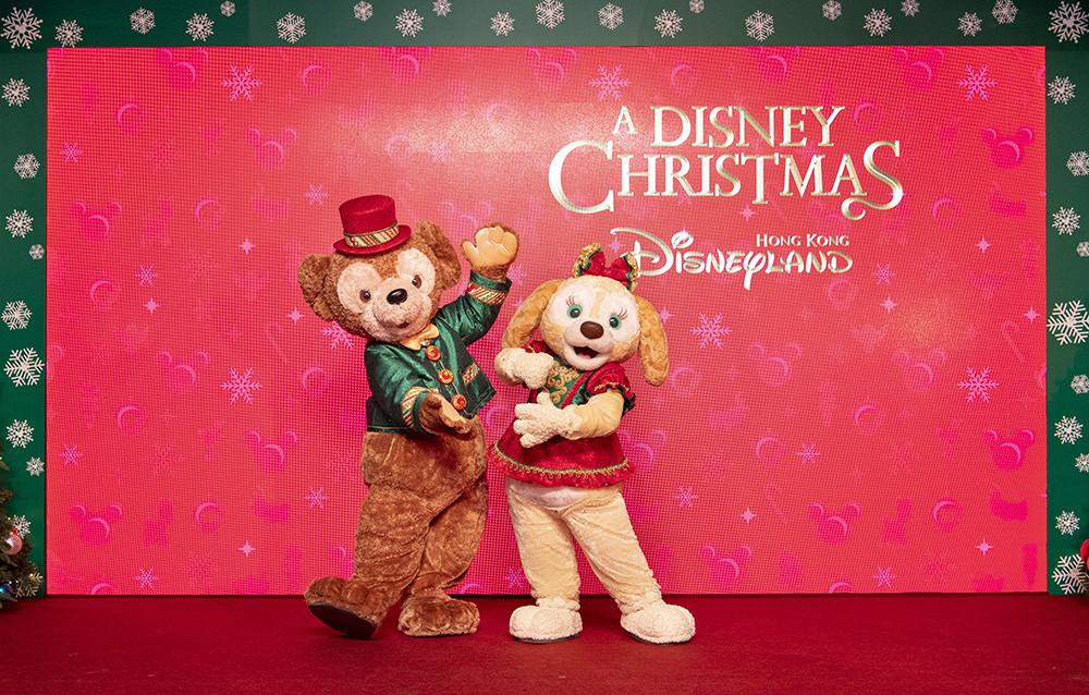 達菲與首次穿著聖誕裝扮的餅乾和大家會面