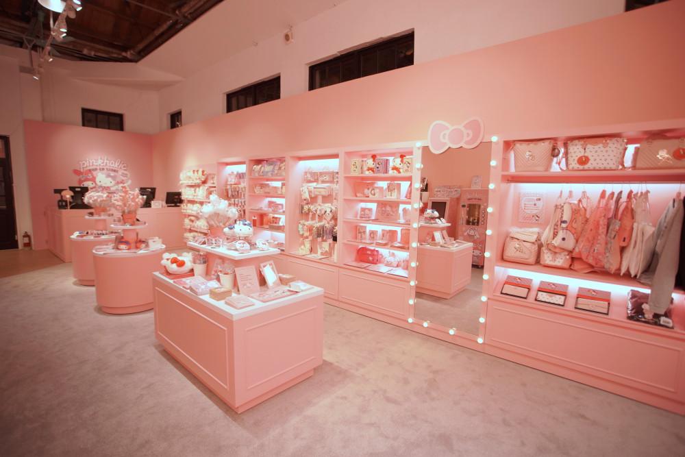 圖說:期間限定店販售粉紅圖素的Hello Kitty、美樂蒂、大耳狗,只有這裡買的到!