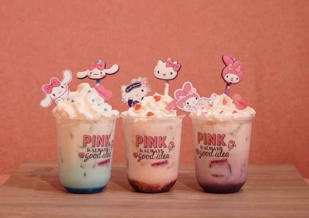 圖說:閨蜜三色飲品,與姐妹一人一杯!角色限量吸管套,開派對的好夥伴!(左起:藍柑橘歐蕾、草莓歐蕾、蜂蜜紫薯歐蕾)