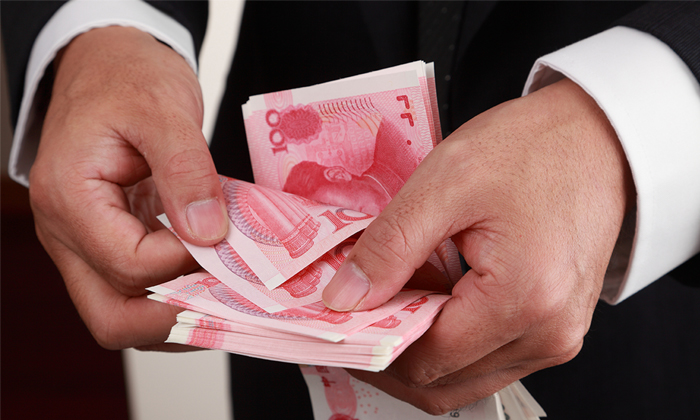 Man counting his Chinese money