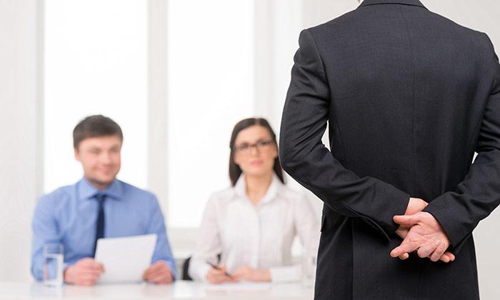 Employee giving an idea, Erasmus column