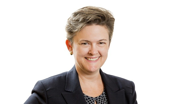Jennifer Van Dale portrait, hr