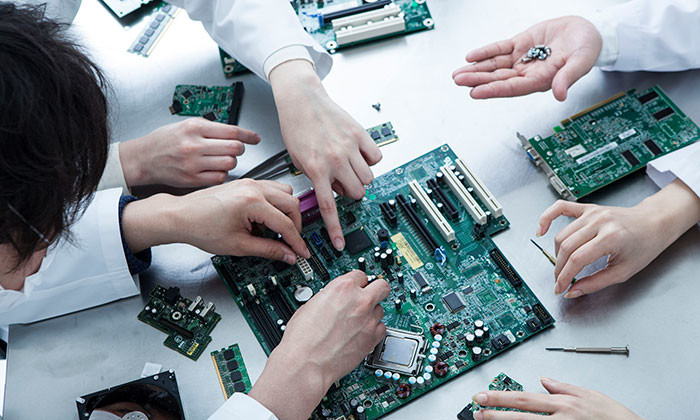 semiconductor sector employees - 123RF
