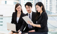 Asian-businesspeople-working-123RF