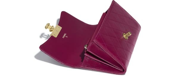 flap-wallet-purple-goatskin-gold-tone-metal-packshot-other-a81414y333410b849-8805010571294