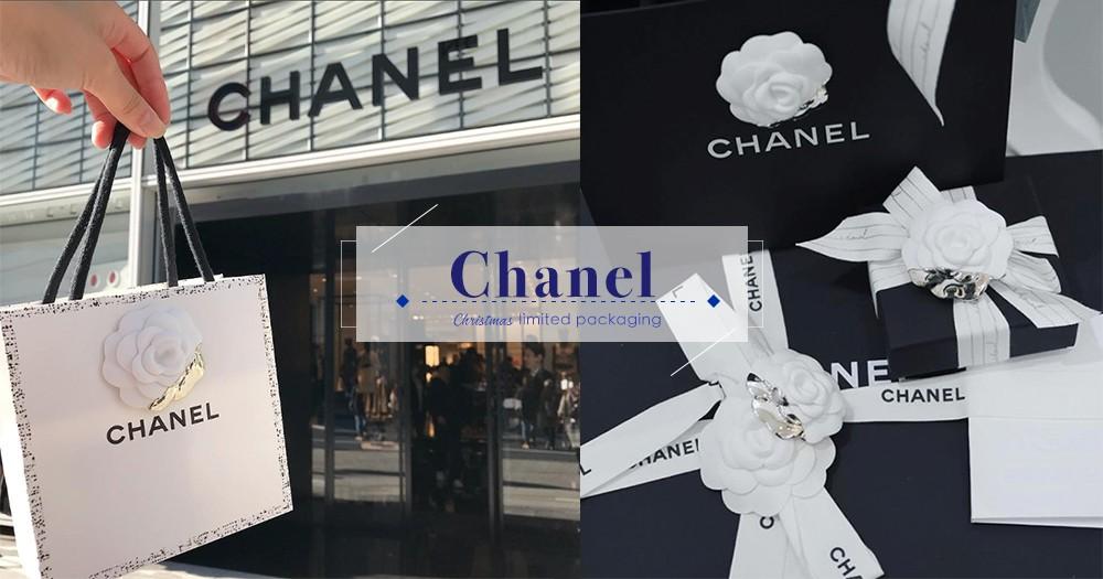 年末驚喜亮點!Chanel每年都會在聖誕期間贈送限量版山茶花裝飾,今年的白、金色配搭,想擁有就要快!
