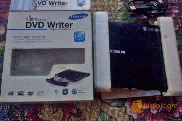 harga DVD Portable Samsung SE-208 Jualo.com