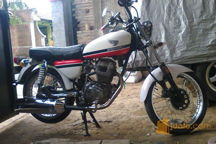 harga motor honda CB 100 (putih) Jualo.com