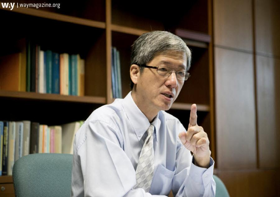 ดร.สมชัย จิตสุชน ผู้อำนวยการวิจัย ด้านการพัฒนาอย่างทั่วถึง (ภาพถ่ายโดย waymagzine.org)